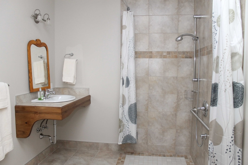 Salle de bain (roll-in shower)