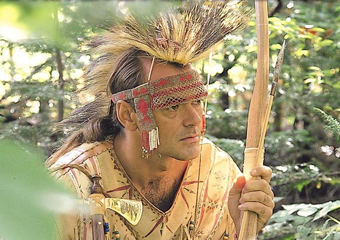 Huron-Wendat en costume traditionnel