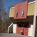 Bloc sanitaire du Boisé / Toilette accessible située à l'arrière du bâtiment