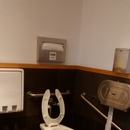 Toilette adaptée près du restaurant (2e étage)
