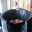 Seule table accessible au rez-de-chaussée