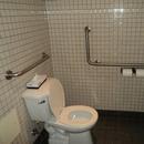 Salle de toilette près de la réception