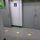 Parcours menant à l'ascenseur