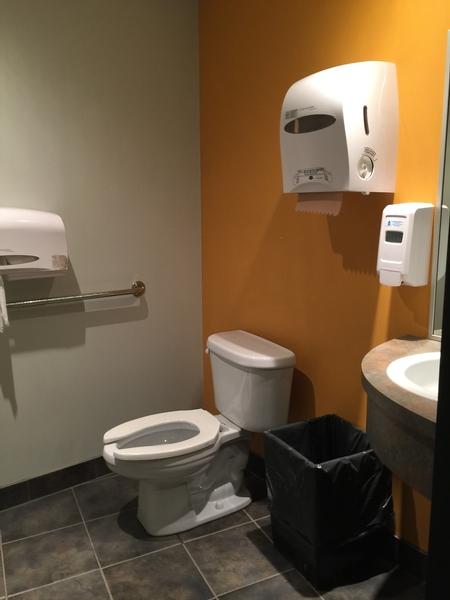 Salle de toilette mixte - Rez-de-chaussée / Pavillon J.A.-DeSève