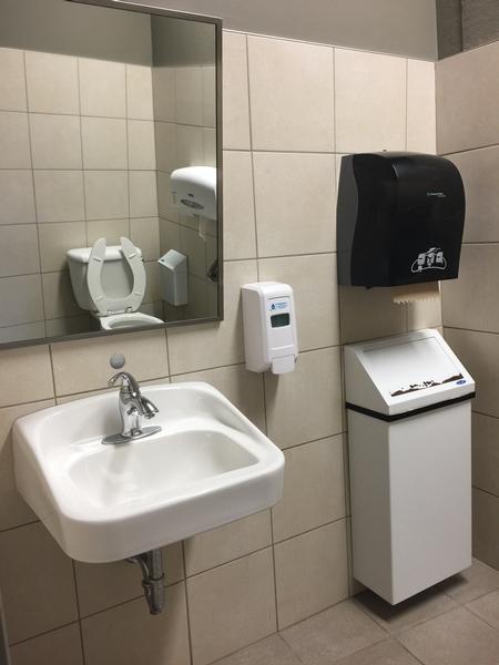 Salle de toilette Homme - à l'étage / Pavillon J.A.-DeSève
