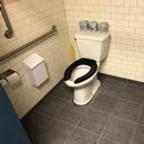 Cabinet accessible - Salle de toilette femmes