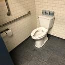 Cabinet accessible - Salle de toilette hommes