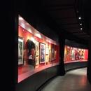 Corridor de circulation dans la salle d'exposition