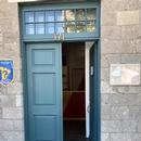 Entrée secondaire accessible avec rampe d'accès amovible disponible