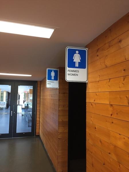 Salle de toilette bâtiment principal