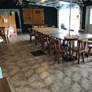 Salle à manger près du comptoir de restauration