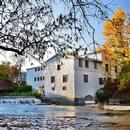 Vue extérieure du Moulin à l'automne