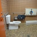 Salle de toilette dans le bloc sanitaire situé près du sentier du Petit-Duc