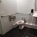 Salle de toilette accessible, côté théâtre