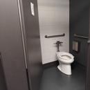 Salle de toilettes située au rez-de-chaussée