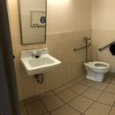Salle de toilette accessible hommes - 1er étage