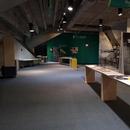 Salle d'exposition située sur la mezzanine