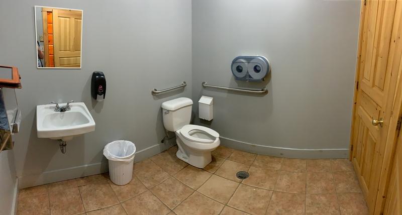 Salle de toilette accessible - Maison du Parc