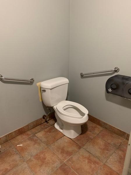 Cabinet de toilette partiellement accessible - Maison du Parc