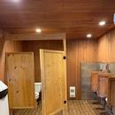 Salle de toilette partiellement accessible - Terre des pionniers