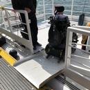 Rampe d'accès amovible disponible pour accéder au pont arrière du Navark Explorateur