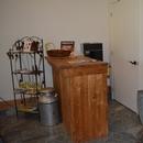 Comptoir de dégustation + porte de la toilette à aménager