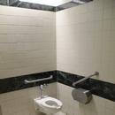 Salle de toilette partiellement accessible - Restauration