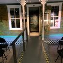 Rampe d'accès intérieure pour accéder à la maison d'Arthur Villeneuve