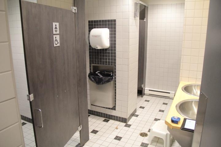 Salle de toilette hommes niveau 2