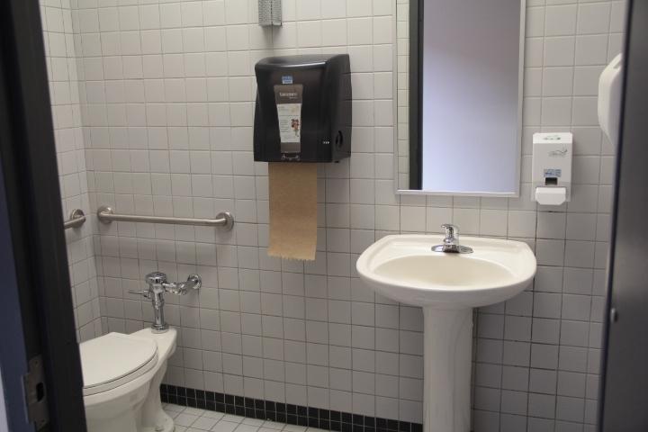 Salle de toilette à cabinet unique - niveau 3