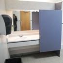 Salle de toilette cabines multiples - femmes