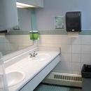 Salle de toilette cabines multiples - hommes