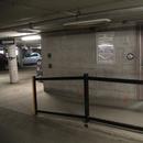 Rampe d'accès à au vestibule de l'ascenseur