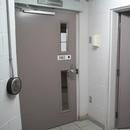 Vestibule de l'ascenseur (sonnette pour avertir d'envoyer l'ascenseur)