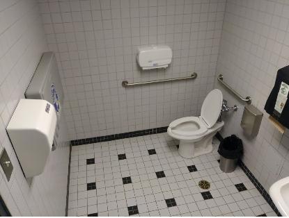 Salle de toilette cabine unique - niveau 1