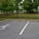 Place de stationnement réservée près de l'entrée du marché