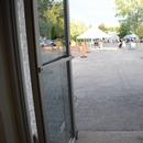 Porte d'entrée de la Zone Loisir Jeunesse où se trouvent les toilettes