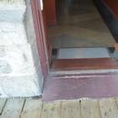 Porte d'entrée de la salle de toilette