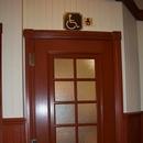Porte du cabinet de toilette accessible