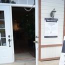 Porte d'entrée principale de la boutique, avec rampe intérieure