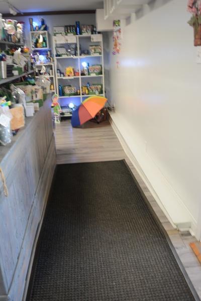 Rampe permettant l'accès dans la boutique