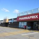 Entrée du centre commercial menant à la pharmacie