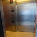 Intérieur et boutons de commande de l'ascenseur