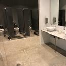Salle de bain femmes située au rez-de-chaussée