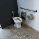 Salle de toilette mixte située au rez-de-chaussée