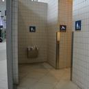 Accès à la salle de toilettes