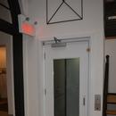 Plateforme élévatrice pour se rendre aux différents étages - niveau billetterie vers étages supérieurs