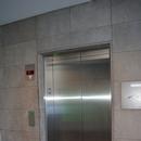 Ascenseur menant au stationnement
